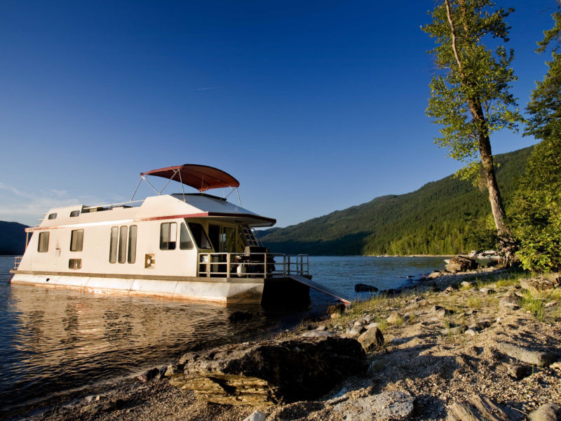 Why You Should Go For a Houseboat Vacation
